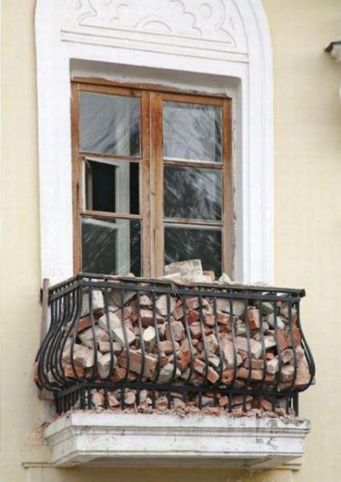 Двадцать балконов, которые сложно было не заметить.
