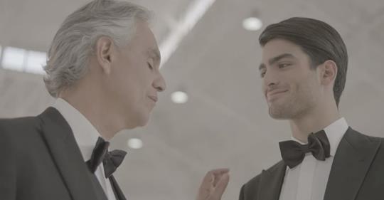 Андреа Бочелли впервые спел дуэтом с 20-летним сыном — очень трогательный клип