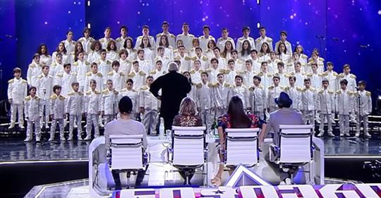 «Богемская рапсодия» в исполнении детского хора из Грузии поразил зрителей. Это божественно!