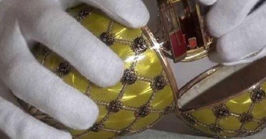 Что спрятано внутри знаменитых яиц Фаберже? Служащие музея открыли секрет