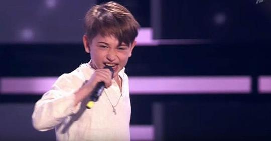 Песня «Я милого узнаю по походке» в исполнении этого 8-летнего мальчика